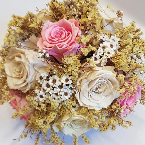 Aranžma s trajnimi vrtnicami
